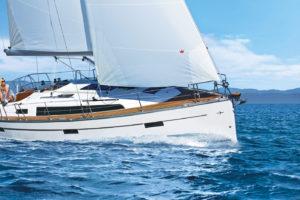 bavaria-sy-cruiserline-c37-keyvisual-c37_ext_sailing-front-300x200